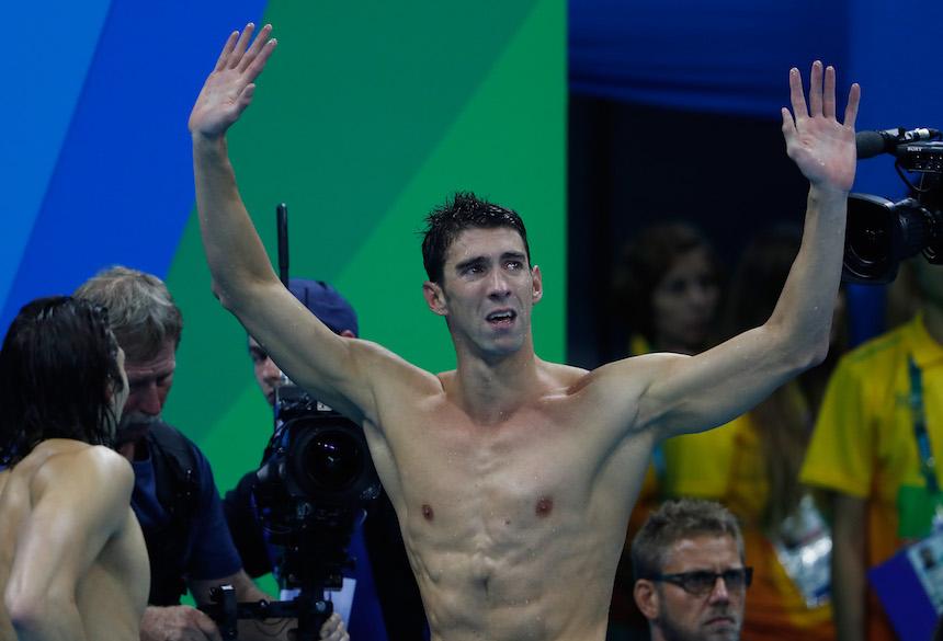 Michael Phelps no puede contener el llanto al momento de finalizar su participación en los Juegos Olímpicos