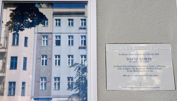 The commemorative plaque dedicated to musician David Bowie reading 'In this house lived from 1976 to 1978 David Bowie. During this time the album Low, Heroes and Lodger have been created. They were storied in music history as the Berlin Trilogy' is displayed at the artist's former appartment in Berlin in August 22, 2016. / AFP / TOBIAS SCHWARZ (Photo credit should read TOBIAS SCHWARZ/AFP/Getty Images)