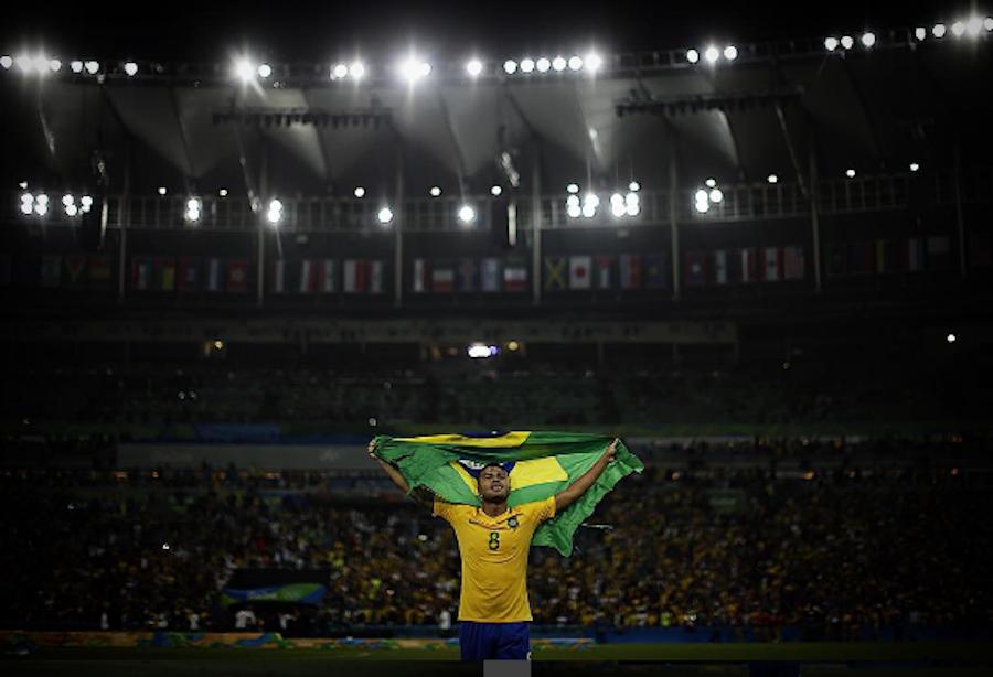 Rafinha celebrando el título de Brasil en la final de los Juegos Olímpicos
