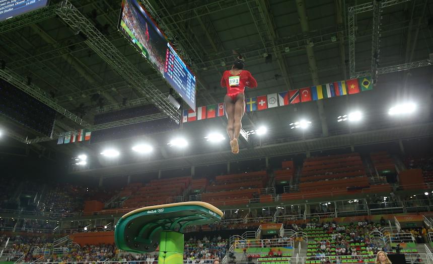 La gimnasta norteamericana Simone Biles durante una de sus pruebas en los Juegos Olímpicos de Río de Janeiro