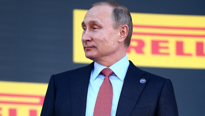Vladimir Putin le regala un coche de lujo a los medallistas rusos