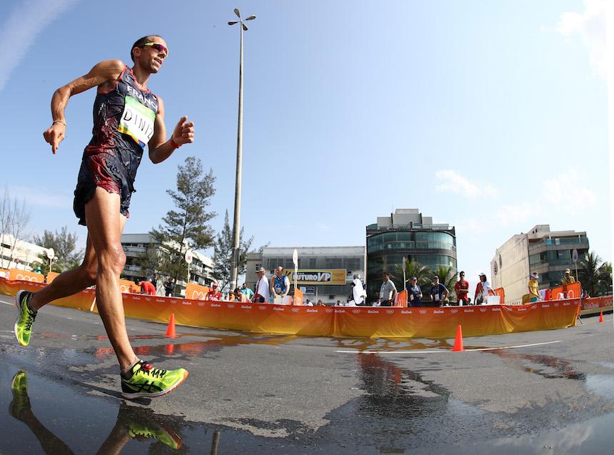 Yohann Diniz tuvo una complicada carrera durante la caminata de los 50 kilómetros al desmayarse y después hacerse del baño, pero logró terminar la competencia