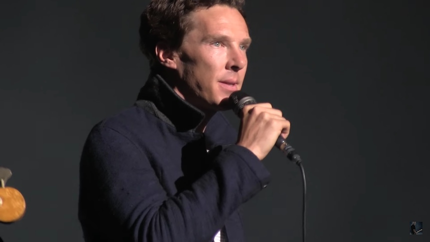 "David Gilmour invita al actor Benedict Cumberbatch a cantar ""Comfortably Numb"""