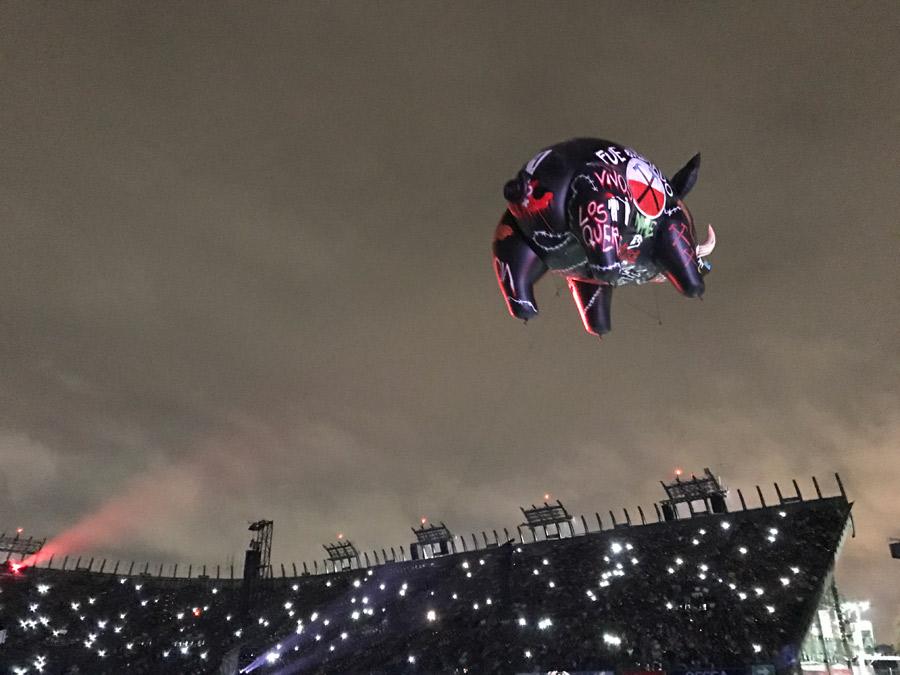"""Así reaccionó internet ante el """"cerdo volador"""" de Roger Waters en México"""