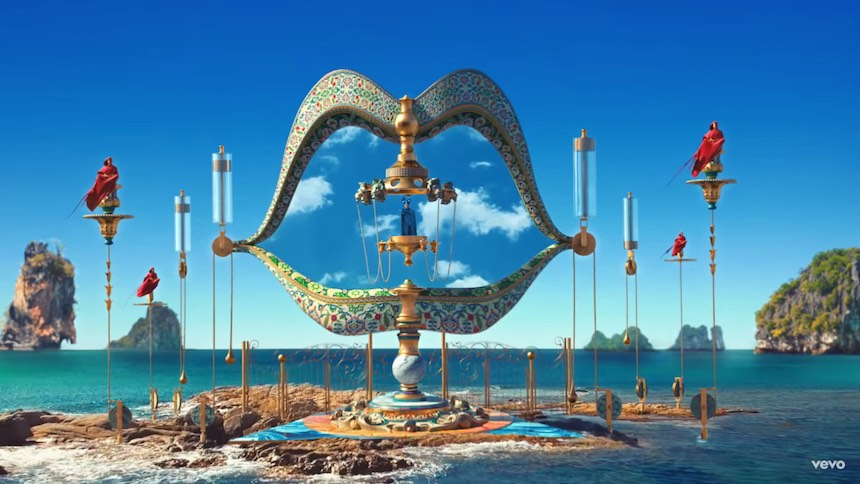 Empire of the Sun nos lleva a un mundo surrealista en su nuevo video para 'High and Low'