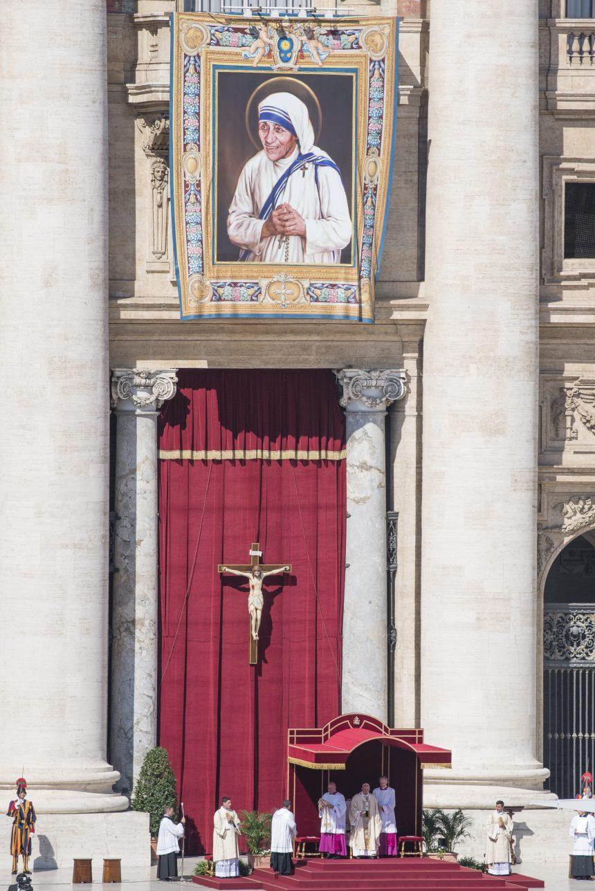 madre-teresa-calcuta-santa-papa-francisco