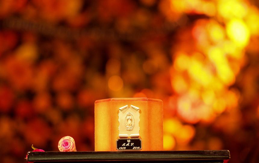 60905261.  México, 5 Sep. 2016 (Notimex- Isaías Hernández).- Diversas personalidades montan guardia de honor  ante las cenizas del cantautor Juan Gabriel, en el Palacio de Bellas Artes.  NOTIMEX/FOTO/ ISAÍAS HERNÁNDEZ /IHH/ACE/
