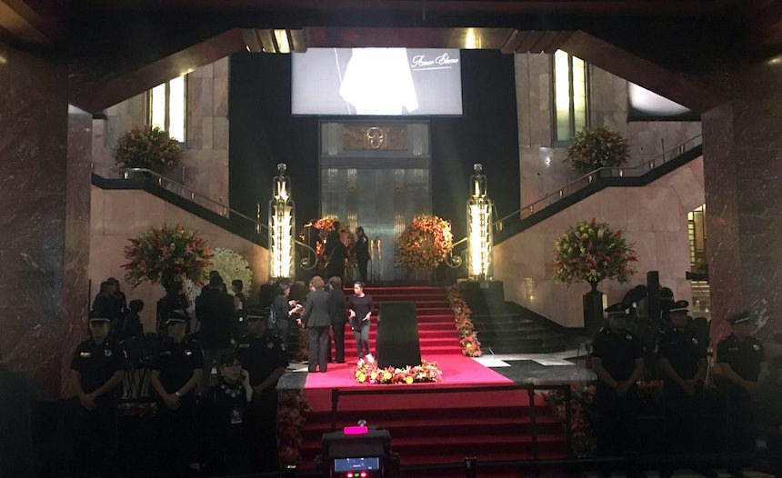 60905067. México, 5 Sep 2016 (Notimex- Isaias Hernández).- El vestíbulo del Palacio de Bellas Artes se encuentra listo para recibir las cenizas de Juan Gabriel y comenzar con el esperado homenaje. NOTIMEX/FOTO/ISAIAS HERNANDEZ/NTA/ACE/