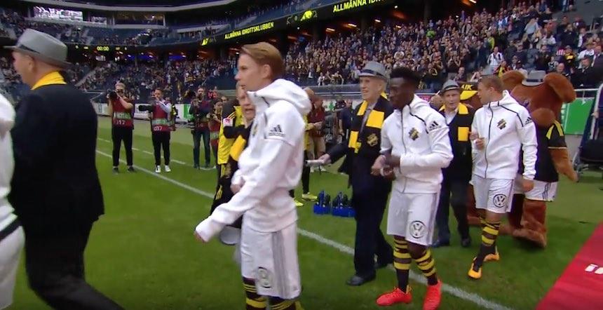 Conmovedor homenaje a los socios de AIK Solna de Suecia — YouTube