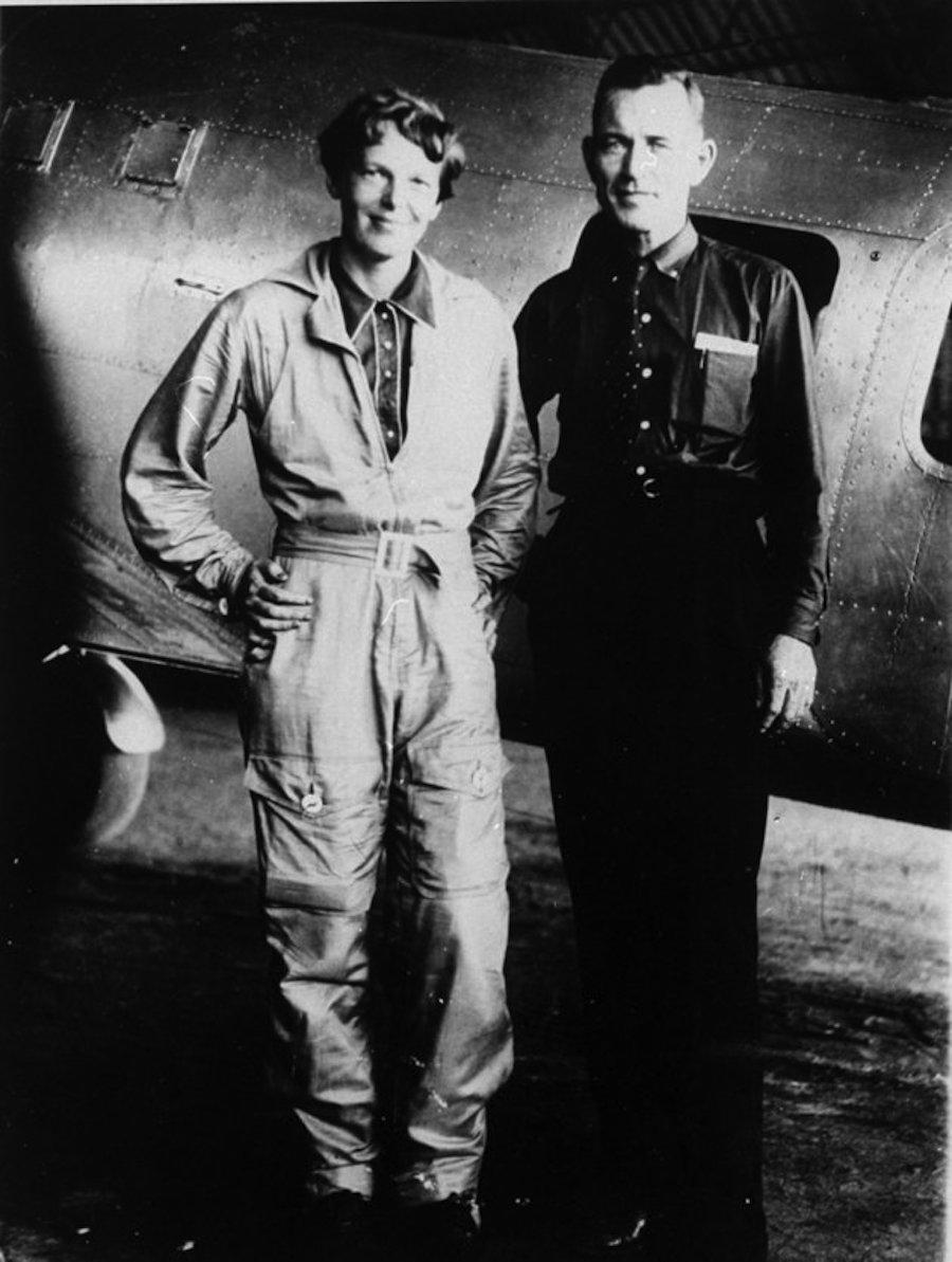 Amelia Earhart y su navegador Fred Noonan