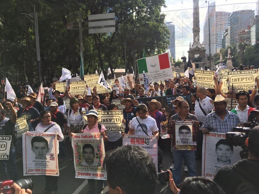 ayotzinapa-renunciaya-marcha-enrique-pena-nieto