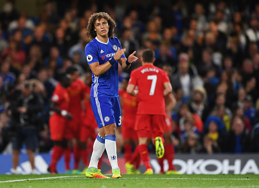 David Luiz lamentando el gol de Liverpool
