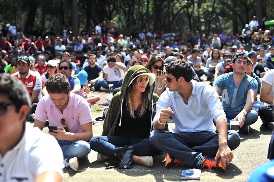 Fanzone gente sentada