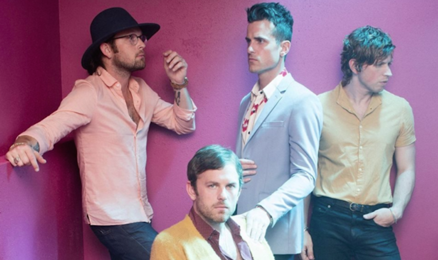 Kings of Leon salva el fin de semana con 'Around The World'