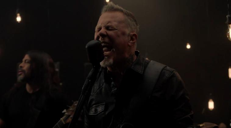 Todos a mover la mata con el nuevo tema de Metallica, 'Moth Into Flame'