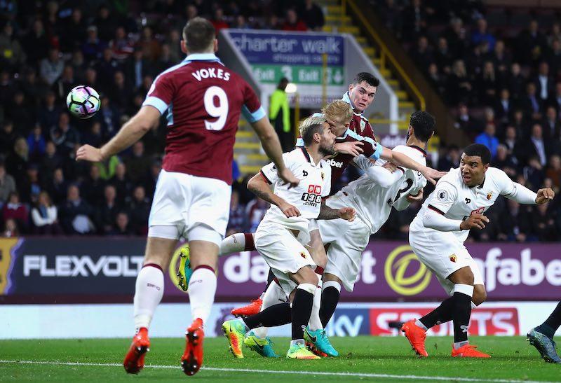 Michael Keane gol con Burnley