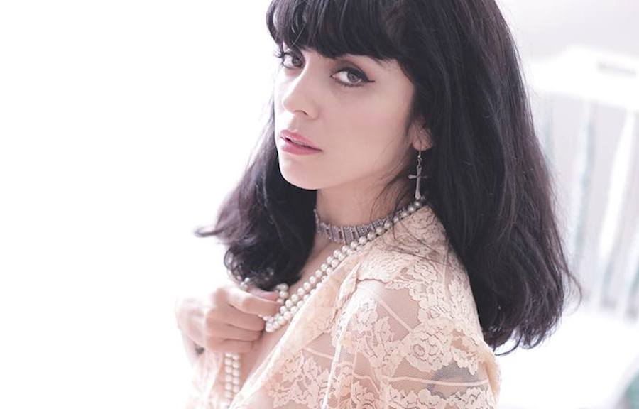 Entrevista: Mon Laferte en camino hacia los 'Grammy Latinos'