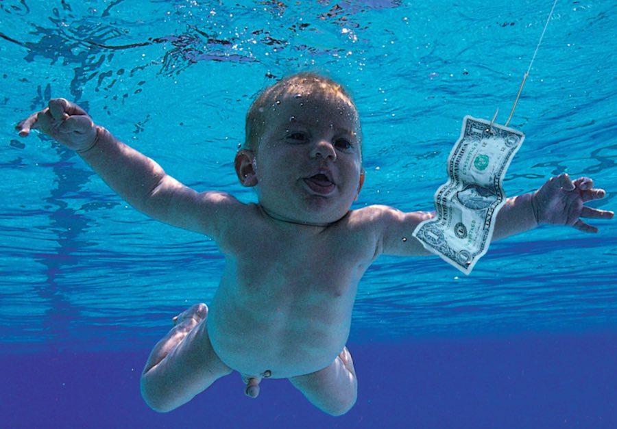 El bebé del álbum 'Nevermind' de Nirvana recrea la portada en el 25 aniversario