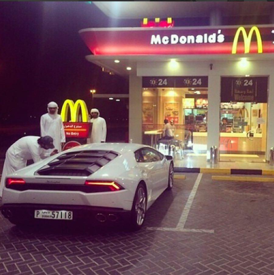 Niño rico en McDonald's