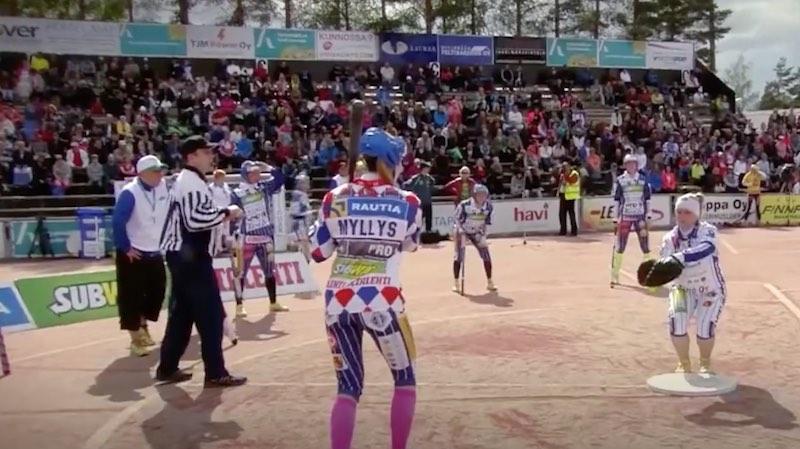 El deporte finlandés por excelencia es lo más extraño… ¡y divertido del mundo!