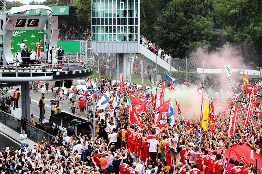 Momento de la celebración en el podio de Italia