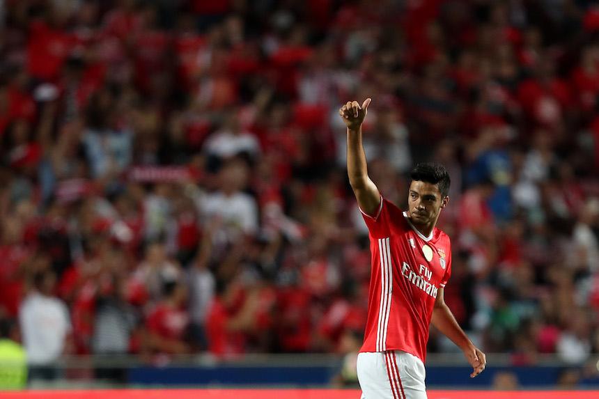 Raúl Jimenez no podrá debutar en la semana uno de la Champions League