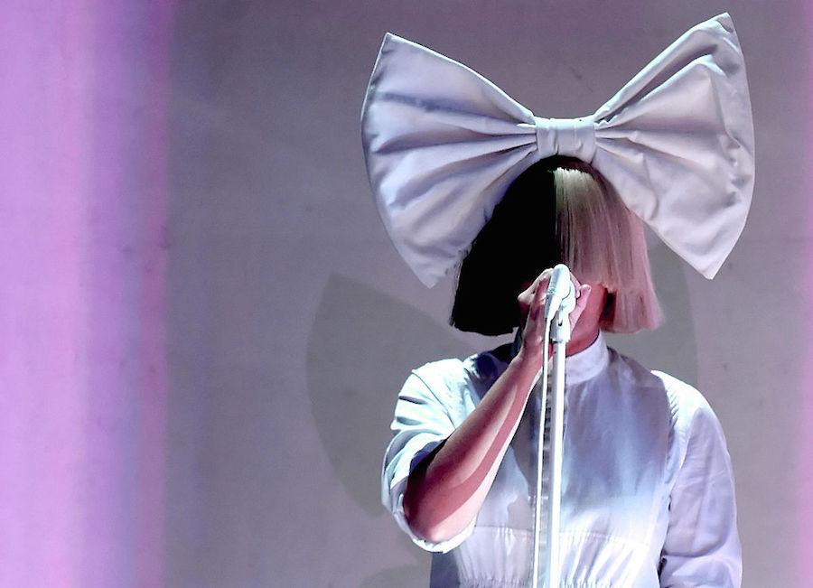 """Sia apoya a Hillary Clinton y asegura que sí tiene """"aguante"""""""