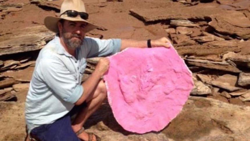steve-arqueologo-huellas
