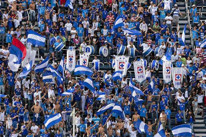 Aficionados de Cruz Azul piden ir de negro al Estadio como protesta por los resultados