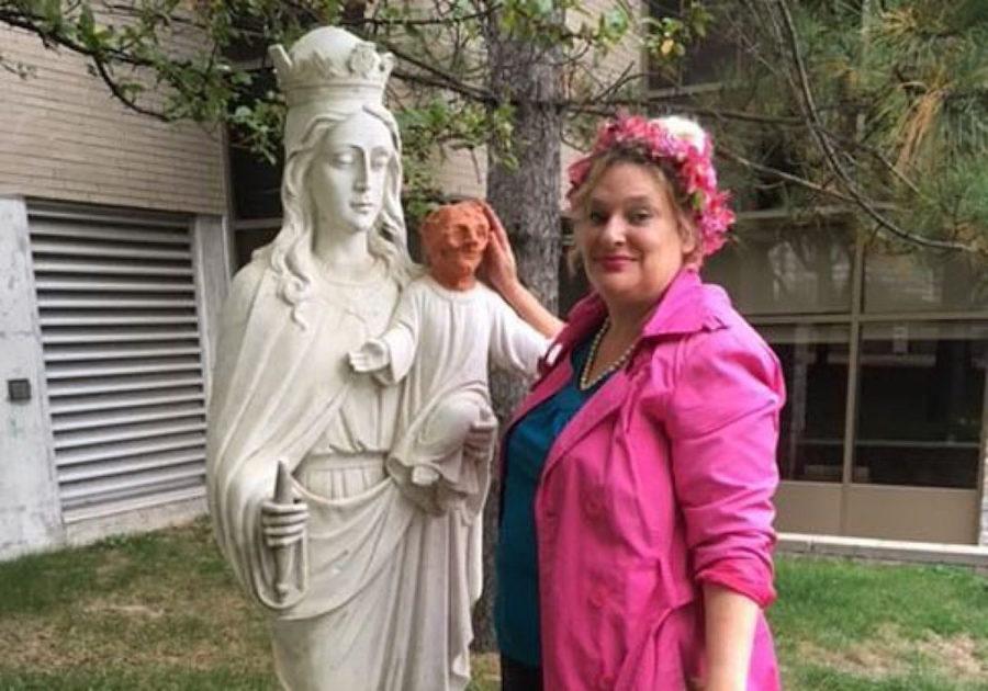 "La artista que ""restauró"" a bebé Jesús"
