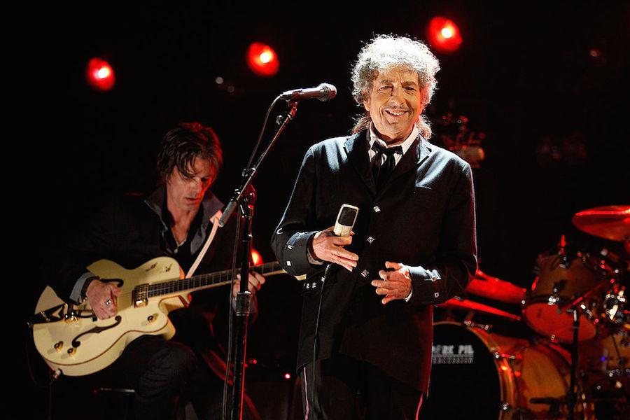 Bob Dylan ignora las llamadas de la academia que entrega el Premio Nobel