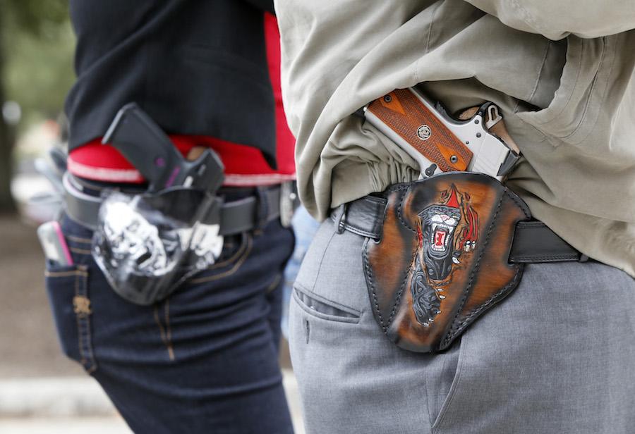 ciudadanos-armados-pistola-propuesta-preciado
