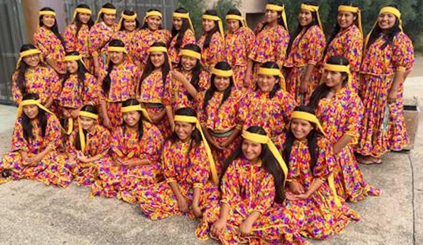 Coro de niñas Rarámuris cantará el Himno de México en el Gran Premio