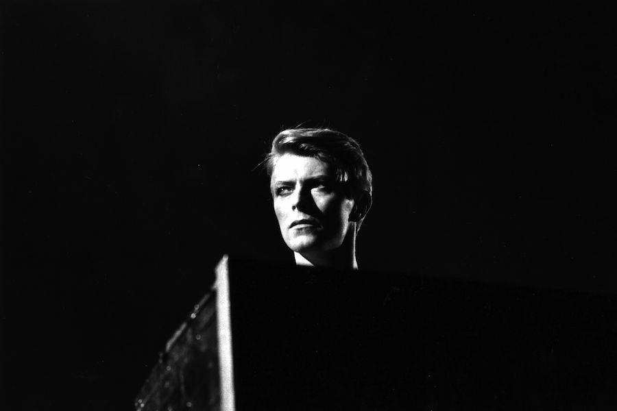 """Escuchen """"Killing a Little Time"""" canción inédita de David Bowie"""