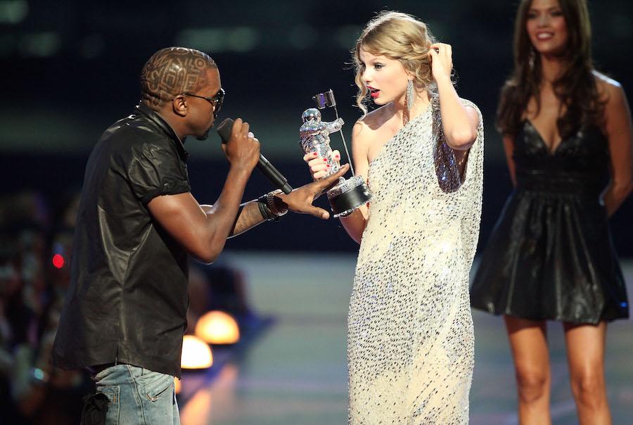Kanye West boicoteará a los Grammy si no nominan a Frank Ocean