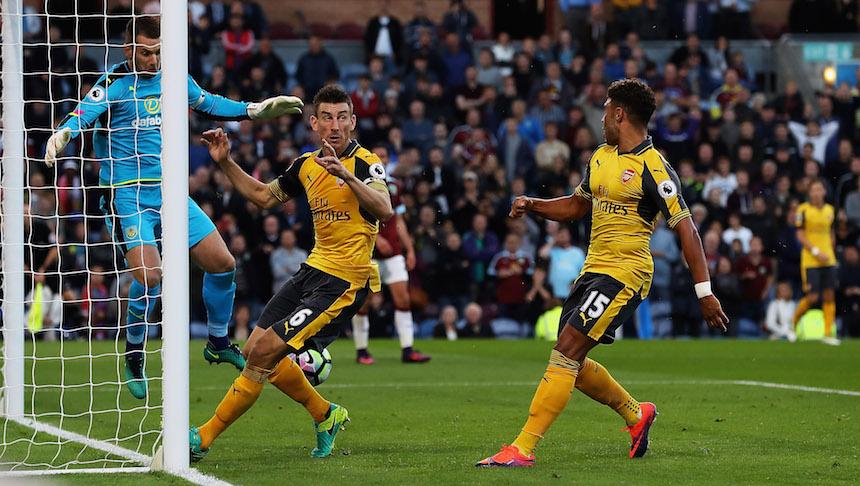 Koscielny marcó un gol en la última jugada del partido