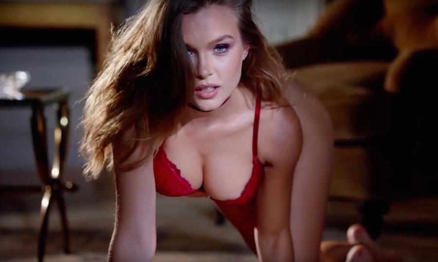 Modelo de Victoria Secret posando