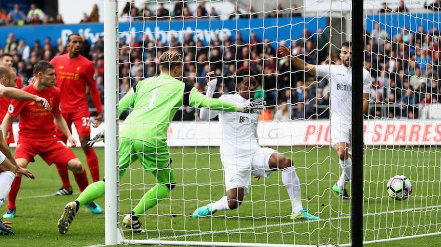 Leroy Fer marcó el primer gol del partido entre el Swansea y el Liverpool
