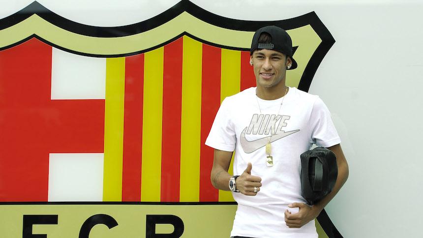 Desde que llegó al Barcelona, el contrato de Neymar ha generado muchos problemas