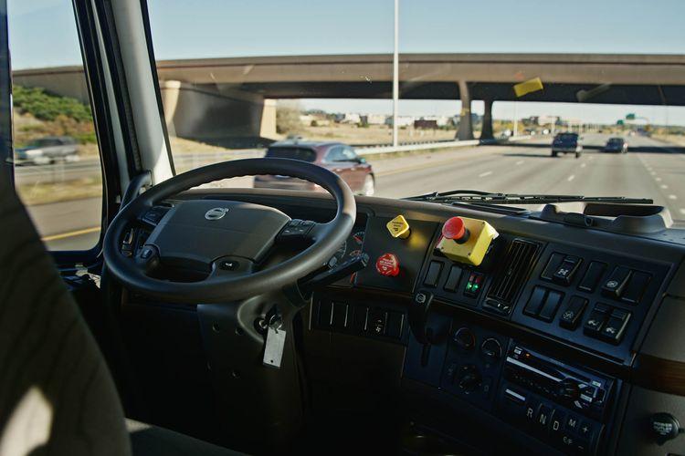 Pusieron en circulación el primer camión autónomo de uber
