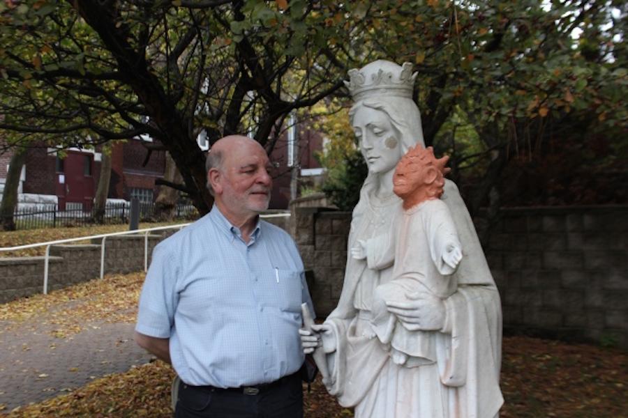 Estatua restaurada de bebé Jesús