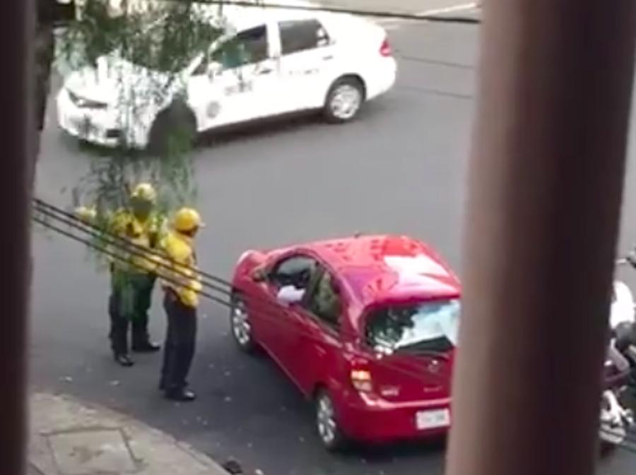 Captan a policías de tránsito pidiendo mordida en la Condesa