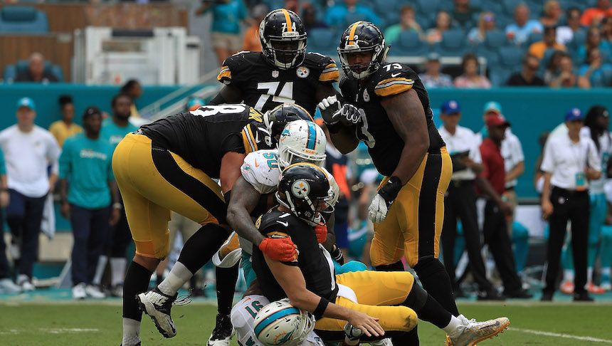 Ben Roethlisberger se lesionó y Landry Jones será el encargado de manejar a la ofensiva de los Steelers