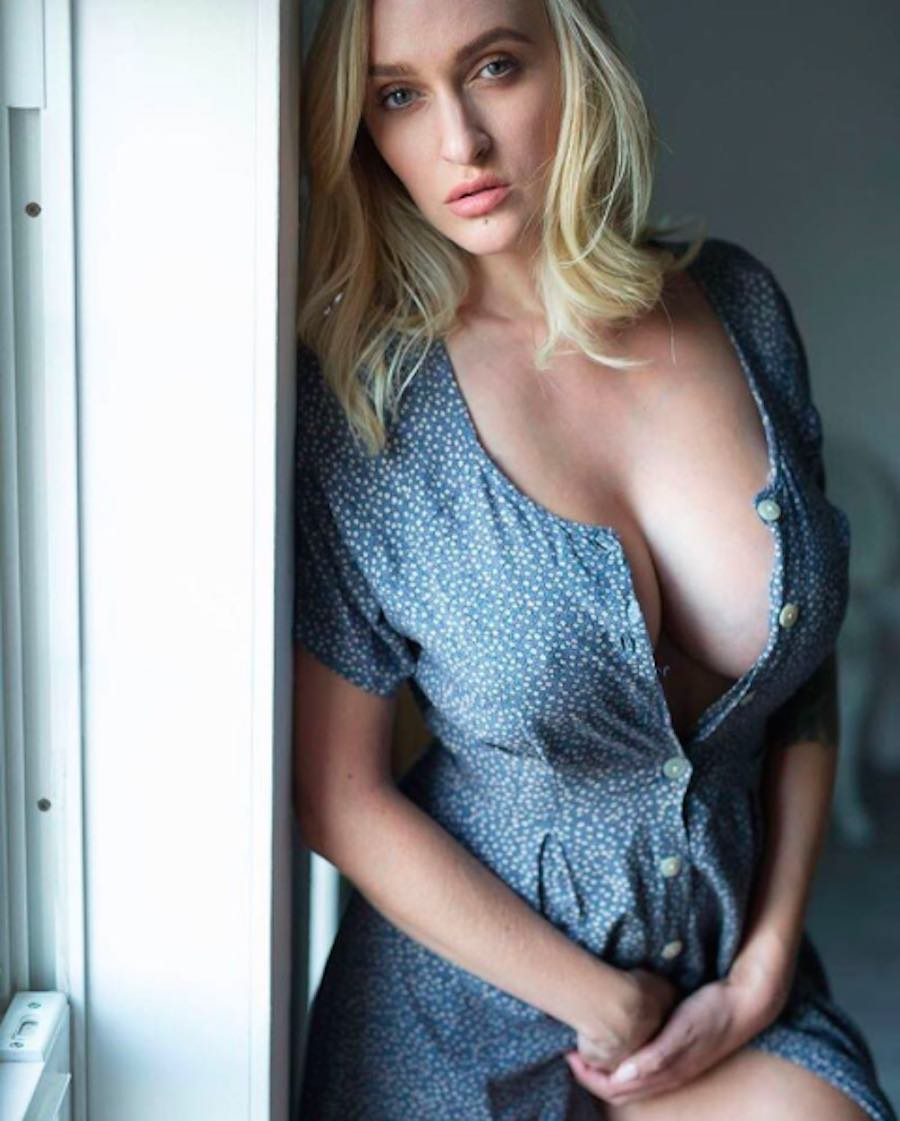 Alyssa Barbara - Busto