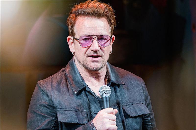 """¡Bono es el primer hombre en ganar el título a """"La Mujer del Año""""!"""