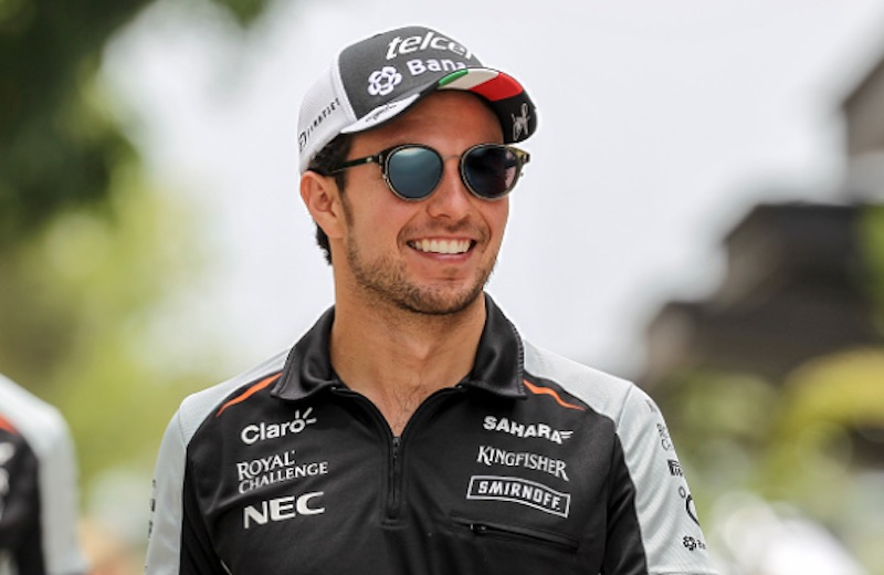 Checo Pérez sonríe