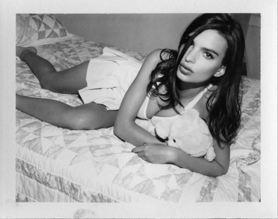 Sexy lenceria de Emily Ratajkowski