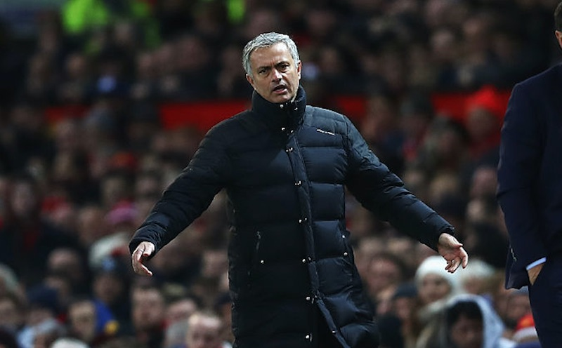 Las consecuencias que puede tener José Mourinho… ¿por patear una botella de agua?