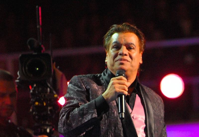 #EpicFail: Presentador de Latin Grammy no sabía que Juan Gabriel estaba muerto