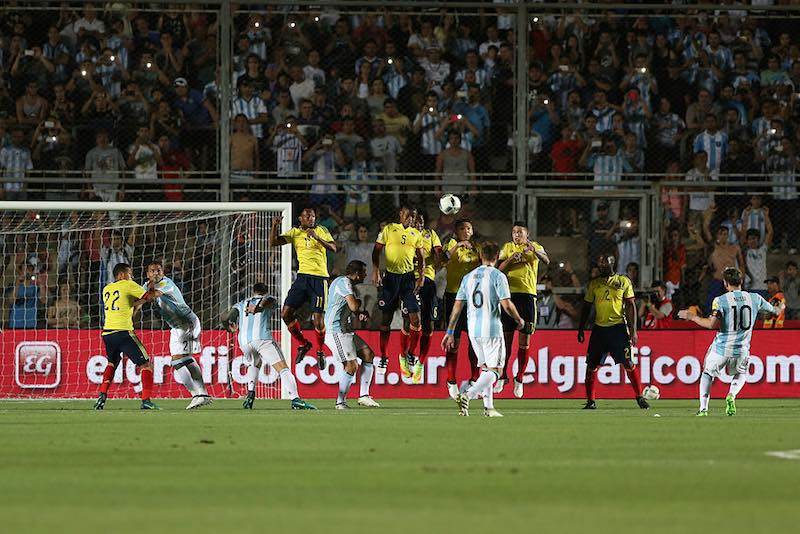 Messi con Argentina corre y celebra